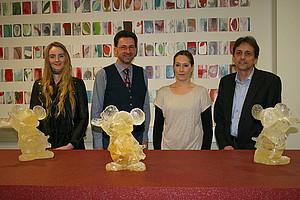 Vernissage am 2. Mai 2017: Künstlerin Charlotte Pann, Kurator Hans-Walter Ruckenbauer, Künstlerin Andrea Fian und Dekan Reinhold Esterbauer (v.l.) Fotos: Uni Graz/Hable