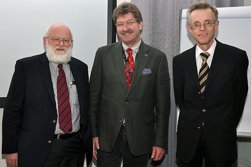 Walter Höflechner, Vizerektor Peter Scherrer und Alois Kernbauer (v.l.)