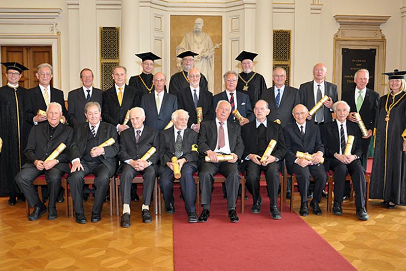 Die goldenen Jubilare und die akademischen Würdenträger