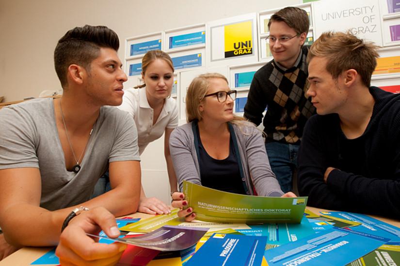 """Studierende aus bildungsfernen Schichten bei ihrem Einstieg in den Uni-Alltag unterstützen: Die Uni Graz startet an zwei Fakultäten das Pilotprojekt """"Peer-Mentoring"""""""