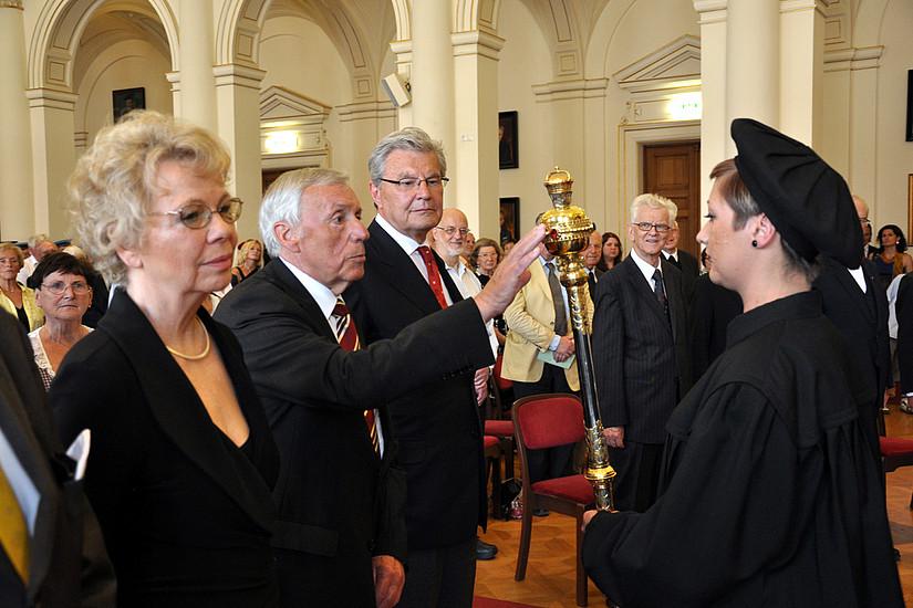 Heimo Lambauer, Eva Karisch, Rektorin Christa Neuper und Franz Harnoncourt-Unverzagt (v. l.)