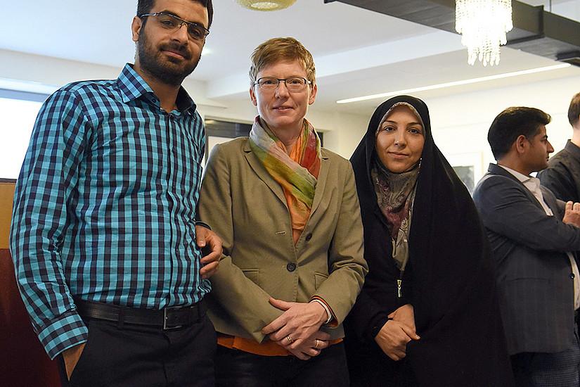 Toleranz statt Ausgrenzung: Gunda Werner (Mitte) erforscht mit KollegInnen aus dem Iran Möglichkeiten für den interreligiösen Dialog. Foto: Uni Graz/Eklaude