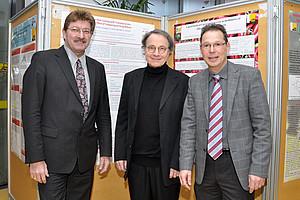 Unterstützen NachwuchswissenschafterInnen: Vizerektor Peter Scherrer, Gastvortragender Gregor Cevc sowie Organisator Andreas Zimmer (v.l.)