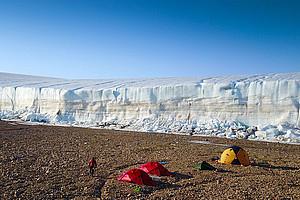 Der Red Rock Eisrand in Nordgrönland: Jakob Abermann hat anhand der Veränderungen des Gletschers die klimatische Entwicklung dokumentiert. Foto: Abermann