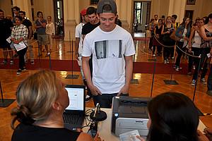 Rasch und effizient mit QR-Code: Ein eigens von Uni Graz kreiertes Check-in-System kam am 2. September 2015 erstmals zum Einsatz. Foto: Uni Graz/Schweiger