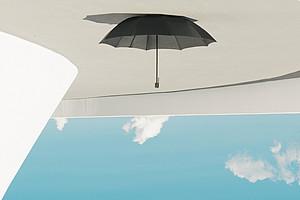 Schirm, Sommerhimmel und Urlaubsgefühle