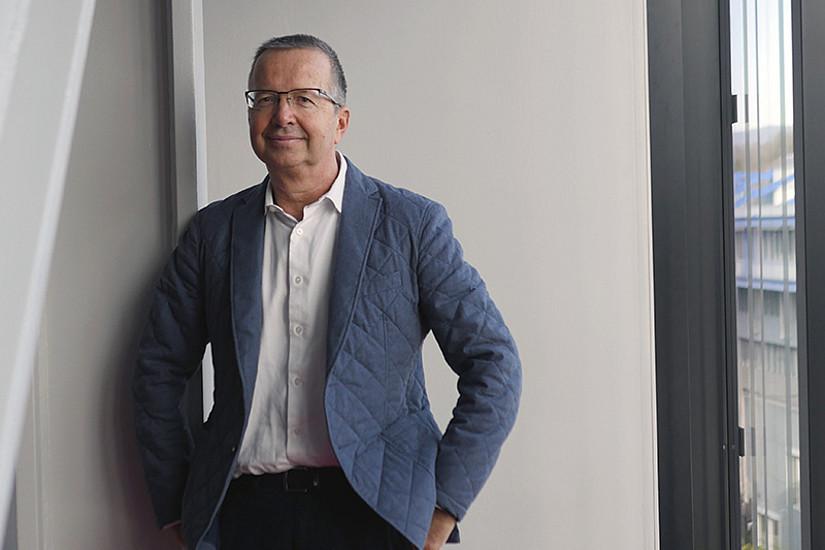 Josef Scheff, wissenschaftlicher Leiter des Lehrgangs, ist auch Teil jener ForscherInnen, die ihre Expertise zur Corona-Krise und damit verbundenden Themen mit der Öffentlichkeit teilen. Foto: UNI for LIFE.