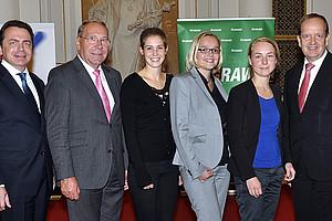 Dekan Thomas Foscht, Günther Witamwas, Geschäftsführer des SOWI-AV, die Top3-SOWI-Absolventinnen Anna Ressi, Katrin Gütlbauer und Elisabeth Zehetner sowie GRAWE-Generaldirektor Othmar Ederer (v.l.)