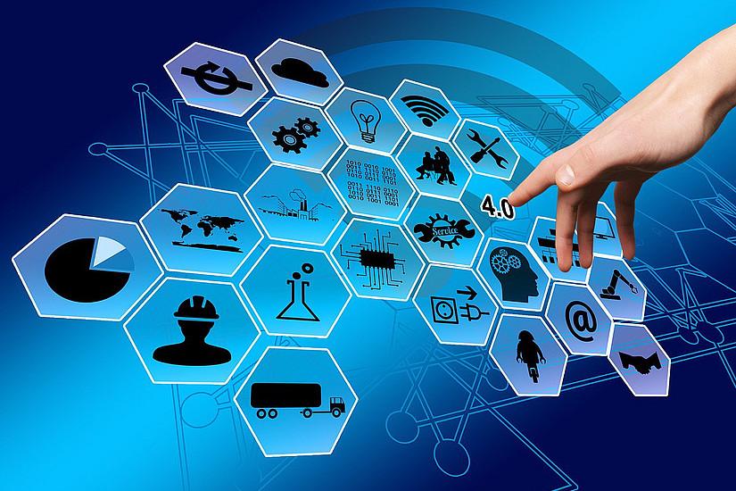 """Der weltweite Ausbau digitaler Infrastruktur sowie Aus- und Weiterbildung für alle Menschen zur Nutzung der technologischen Möglichkeiten sind Voraussetzungen für erfolgreiche """"Glocalisation"""". Foto: geralt/pixabay"""
