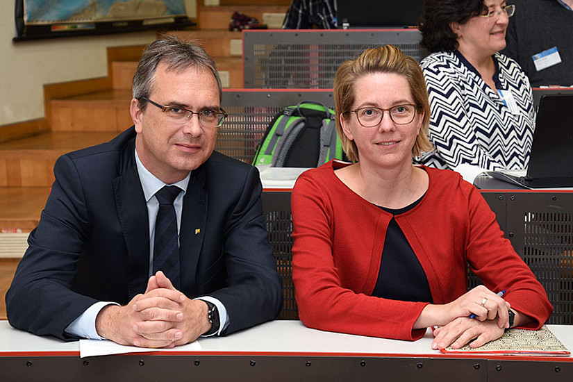 Vizerektor Peter Riedler und Birgit Bednar-Friedl aus dem Leitungsrat des Wegener Center. Foto: Uni Graz/Pichler