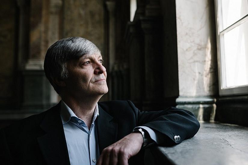 """""""Die Erfahrungen und Erkenntnisse aus der Krise können grundlegende Veränderungen im Sinne einer nachhaltigen Transformation von Gesellschaft und Wirtschaft vorantreiben"""", meint Klimaökonom Karl Steininger. Foto: Uni Graz/Kernasenko"""