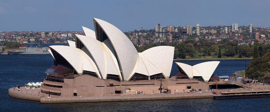 (c) Christian Mehlführer,https://de.wikipedia.org/wiki/Sydney#/media/File:MC_Sydney_Opera_House.jpg