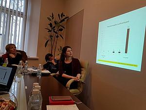 Verena Gschweitl bei der Präsentation der Evaluationsergebnisse. Foto: Dana Rone