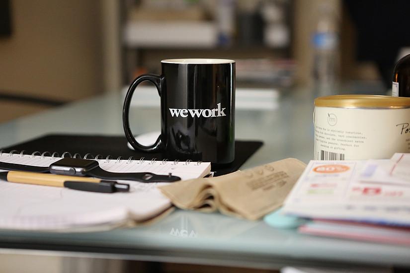 Büro mit Schreibtisch im Personalmanagement