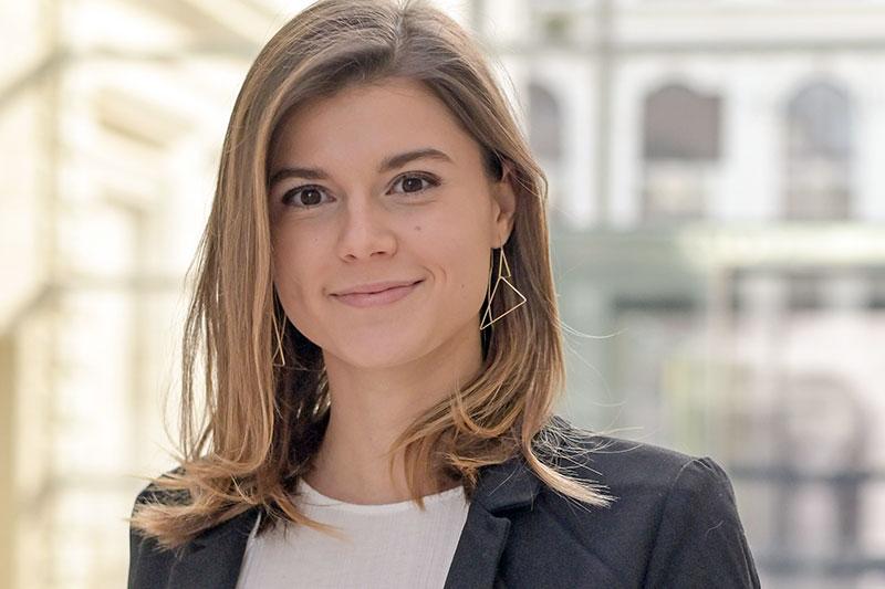 Anja Krasser ist Universitätsassistentin am Institut für Öffentliches Recht und Politikwissenschaft und publizierte zur grundrechtlichen Zulässigkeit einer Impfpflicht.