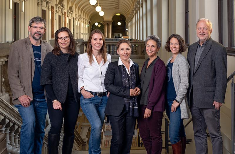 """Anja Hoffmann (3.v.l.), Arqus Project Officer an der Universität Graz, erhielt ebenfalls einen Anton-Schelnast-Preis in der Rubrik """"Innovation - Einzel"""". Foto: Alexander Leljak."""