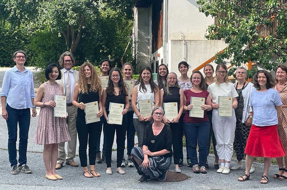 Teilnehmerinnen mit Zertifikat