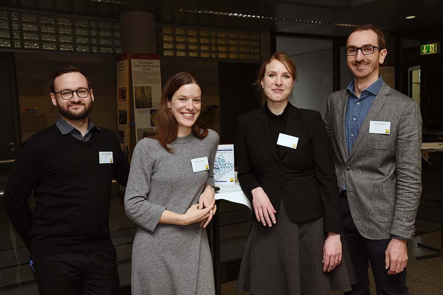 """Die OrganisatorInnen des Symposiums """"TextVerHandlungen"""" (v.l.): Dimitri Smirnov, Doris Pichler, Alena Heinritz und Mario Huber. Foto: Uni Graz/Pichler"""