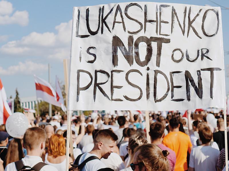 Seit dem Sommer protestieren in Weißrussland Menschen unterschiedlichster Generation gegen die Wiederwahl von Alexander Lukaschenko. Die Demonstrationen gegen die gefälschte Wahl werden brutal aufgelöst. Foto: Artem Podrez/pexels.com
