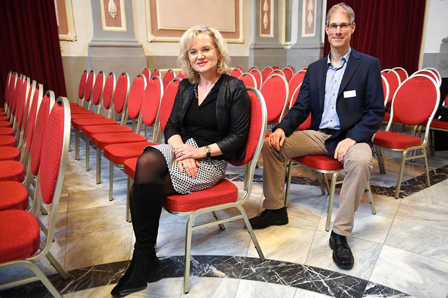 Impulsreferate hielten die beiden Fachdidaktik-ProfessorInnen Sabine Schmölzer-Eibinger und Uwe Simon.