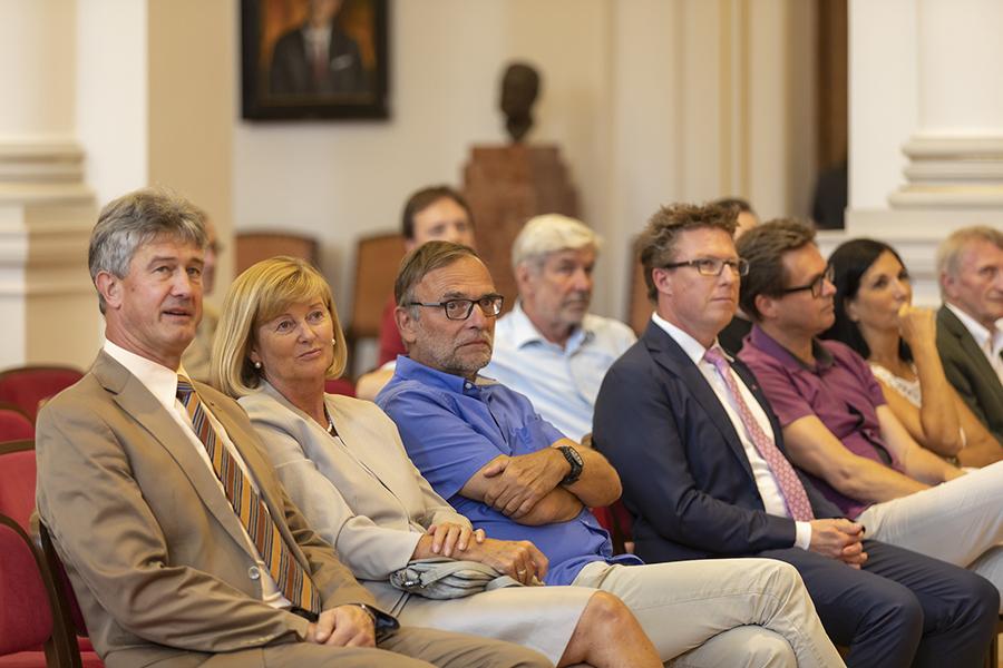 Blickten auf einen erfolgreichen Ausbau der Zusammenarbeit (v. l.): Die beiden RektorInnen Harald Kainz und Christa Neuper sowie der ehemalige NAWI-Graz-Dekan Martin Mittelbach.