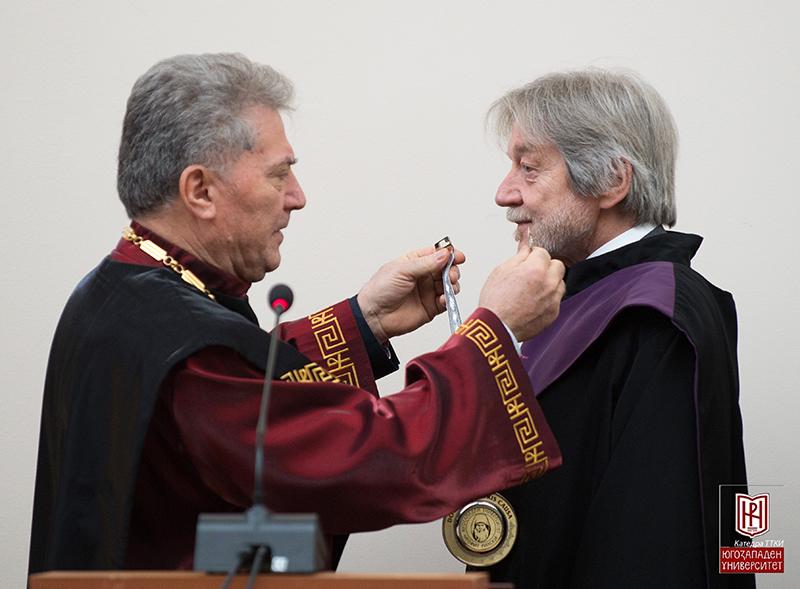 Am 5. Dezember 2019 verlieh der Rektor der Süd-West-Universität Neofit Rilski, Borislav Yurukov, Karl Kaser das Ehrendoktorat der Universität Blagoevgrad. Foto: Universität Blagoevgrad.