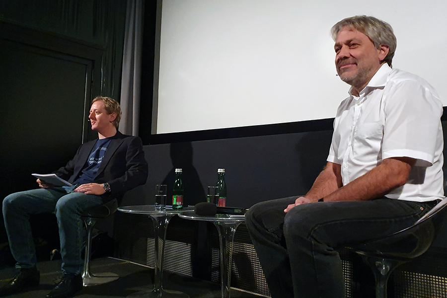 Klimaforscher Ulrich Foelsche (r.) erklärte im Gespräch mit Fritz Treiber von der 7. fakultät, wo sich Fiktion und Fakten in den Filmen treffen. Foto: Uni Graz/Hirtenfellner